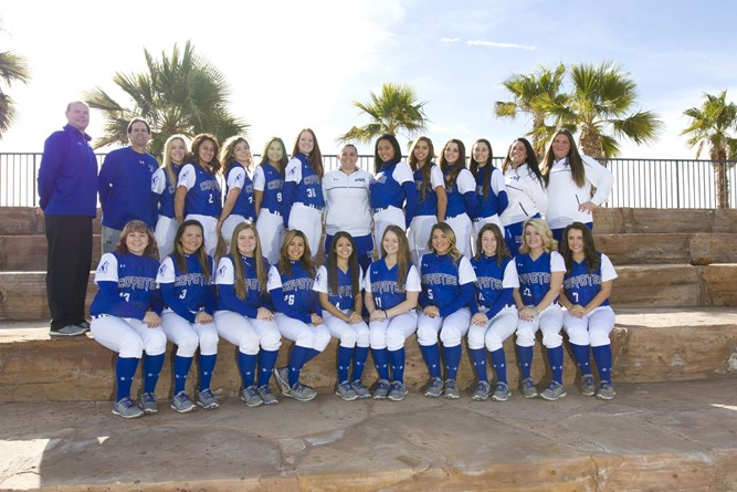 The 2016 Lady Coyotes softball team